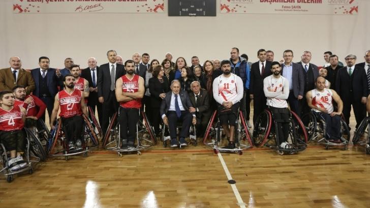 Talat Özkarslı Spor Salonu açıldı