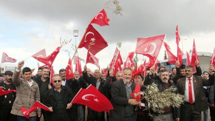 800 muhtar Mehmetçiğe destek için sınırda