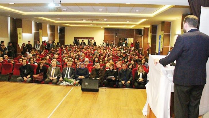HKÜ Rize'de öğrencilerle buluştu