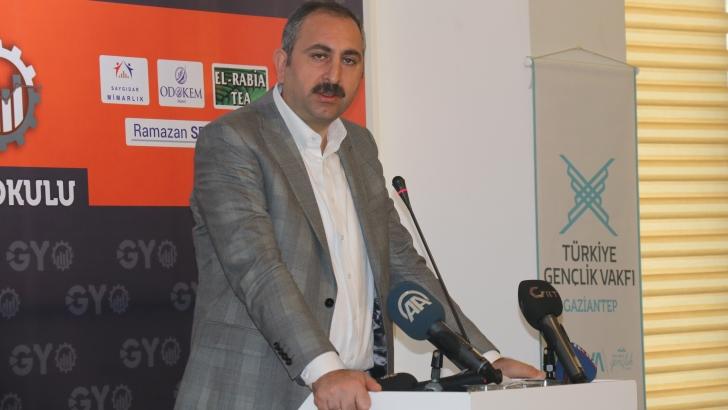 Adalet Bakanı Gül'den pergel örnekli millilik dersi