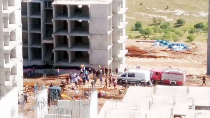 Gaziantep'te vinç devrildi: 1 ölü, 1 yaralı
