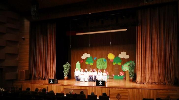 Çocuklara özel tiyatro renkli görüntülere sahne oldu