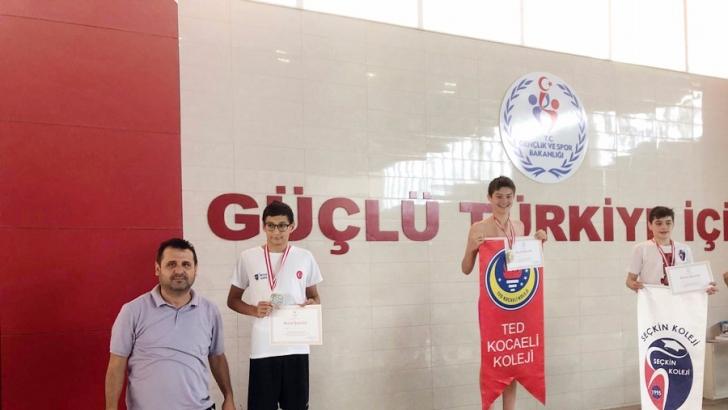 Seçkin'den yüzmede Türkiye derecesi