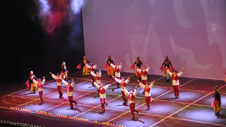 GKV'liler Dansın Renkleriyle Anadolu'yu sahneye taşıdı
