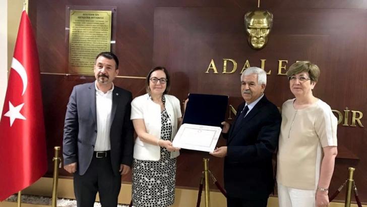 İYİ Parti Milletvekili Filiz mazbatasını aldı