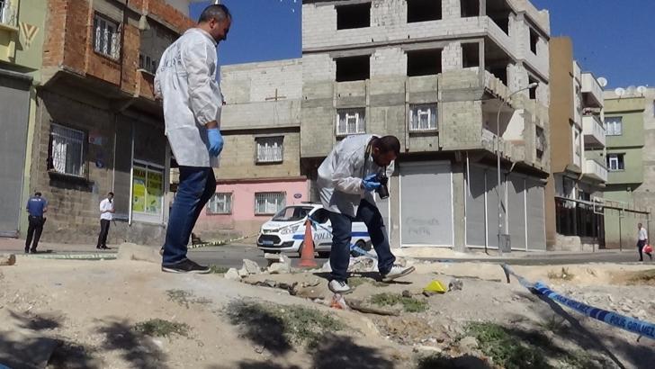 Gaziantep'te kanal temizleyen işçiler el bombası buldu