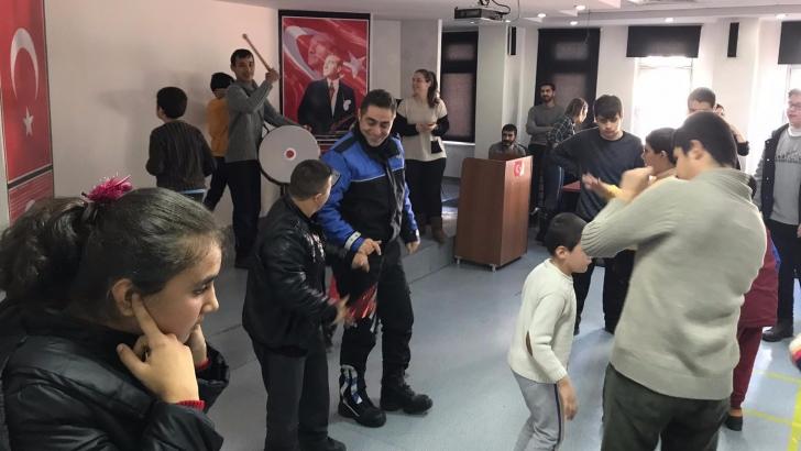Polislerden engelli çocuklara ziyaret