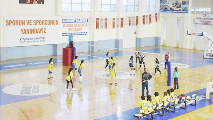 Şahinbey'de kurtuluş kupası voleybol turnuvası başladı