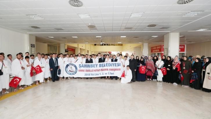 Şahinbey Belediyesi 164 öğrenciyi Umre'ye gönderdi