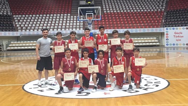 U12'de Gaziantep Basketbol şampiyon oldu