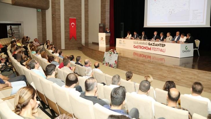 ŞAHİN, GASTROANTEP FESTİVALİ ÖNCESİ SEKTÖR TEMSİLCİLERİYLE TOPLANDI