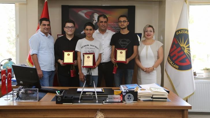 GKV YKS şampiyonu öğrencilerini ödüllendirdi