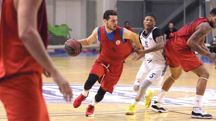 Basketçiler galibiyetle başladı
