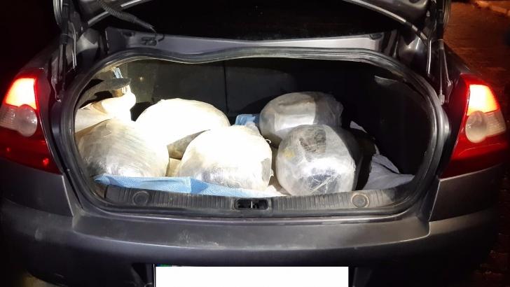 Durdurulan araçtan 25 kilo uyuşturucu çıktı