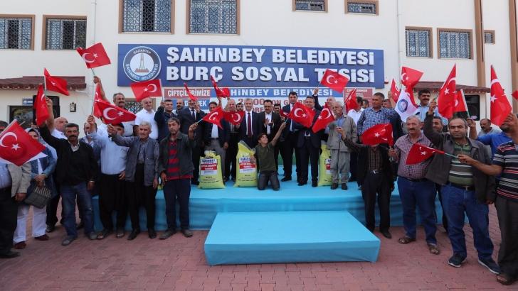 Şahinbey Belediyesi gübre desteğini sürdürüyor