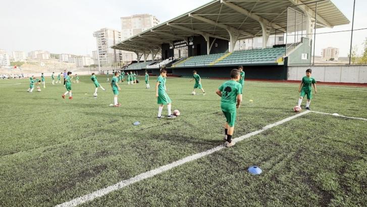 Futbol spor okulu büyük ilgi görüyor
