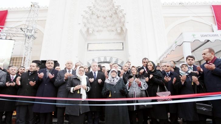 Servi Erdemoğlu Cami dualarla açıldı