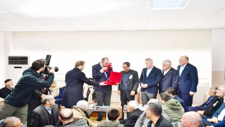 Bakan Gül'den şehit ailesine ziyaret