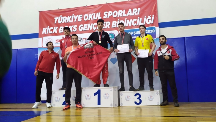 Nizip Kick Boks'da Türkiye Şampiyonu oldu