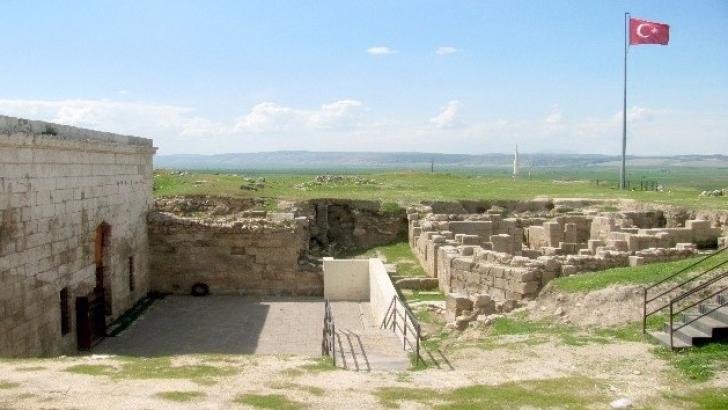Tarihi kale gün yüzüne çıkmayı bekliyor