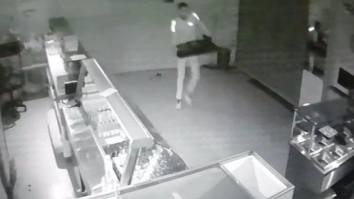 Güvenlik kamerasına yakalandı
