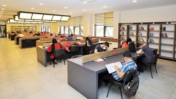 Kütüphaneler, koronavirüs tedbirleriyle hizmete açıldı