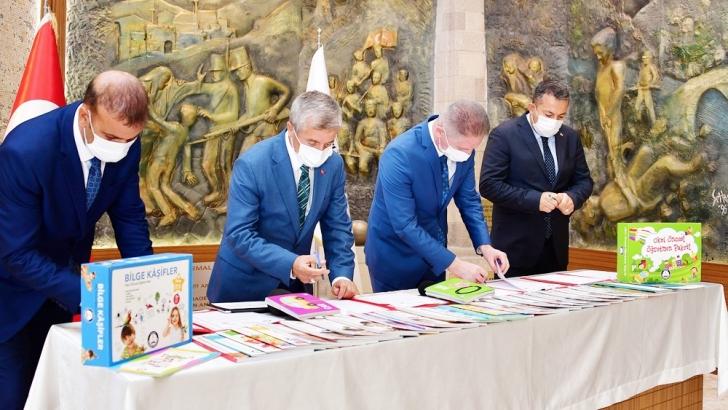 ŞAHİNBEY BELEDİYESİ'NDEN ANAOKULLARINA 345.000 KİTAP