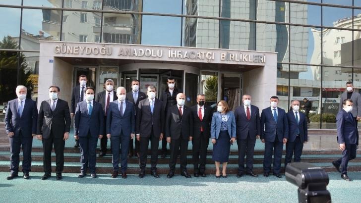 Vali Gül ve Başkan Şahin hububat ihracatçılarını kutladı