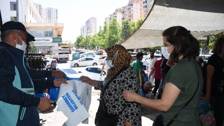 Şahinbey Belediyesi kurban atık poşeti dağıtıyor