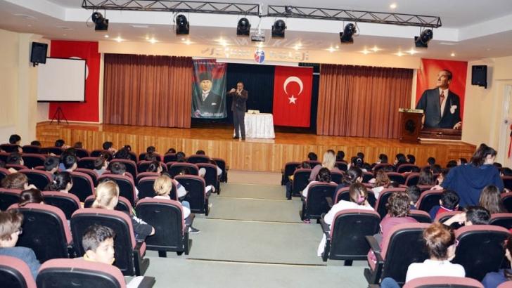 Seçkin Koleji'nde yazar Metin Özdamarlar söyleşisi