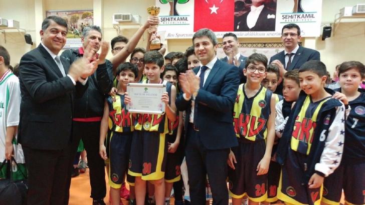 Şampiyonluk kupası Gaziantep Kolej Vakfı'nın