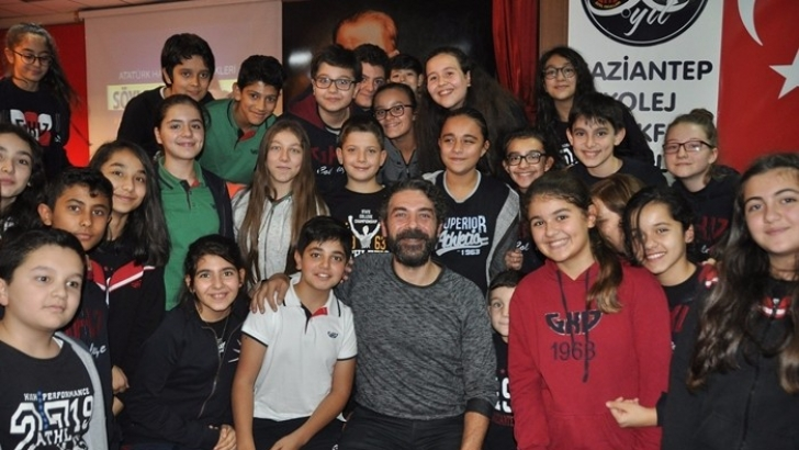 Sinan Tuzcu, memleketi Gaziantep'te öğrencilerle buluştu