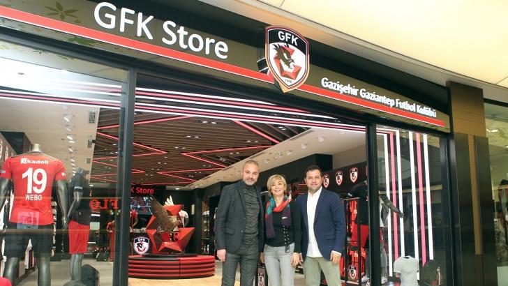 Sözeri, GFK Store mağazasını ziyaret etti