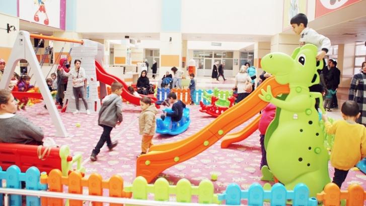 Çocuk Hastanesine oyun parkı