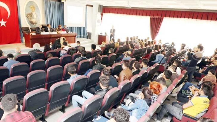 """GAÜN'de """"Göç Tartışmaları 3"""" paneli düzenlendi"""