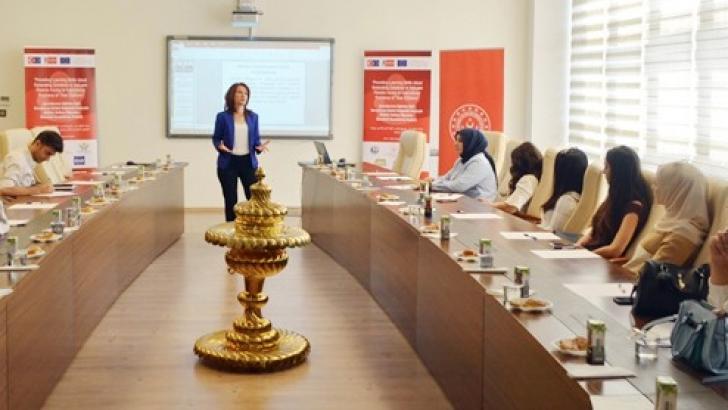 Mülteci de Ebeveyndir AB projesi eğitmenlerle buluştu