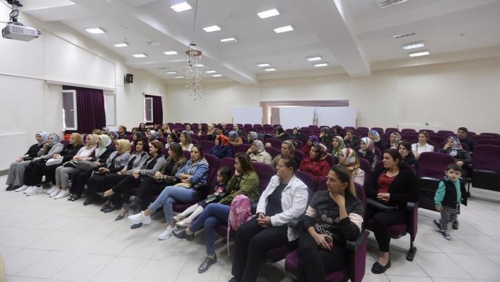 """""""Dijital Çağda Çocuk-Anne Tutumları"""" anlatıldı"""