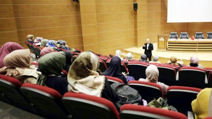PROF. DR. AKBAŞ ÖĞRENCİLERLE SÖYLEŞİ