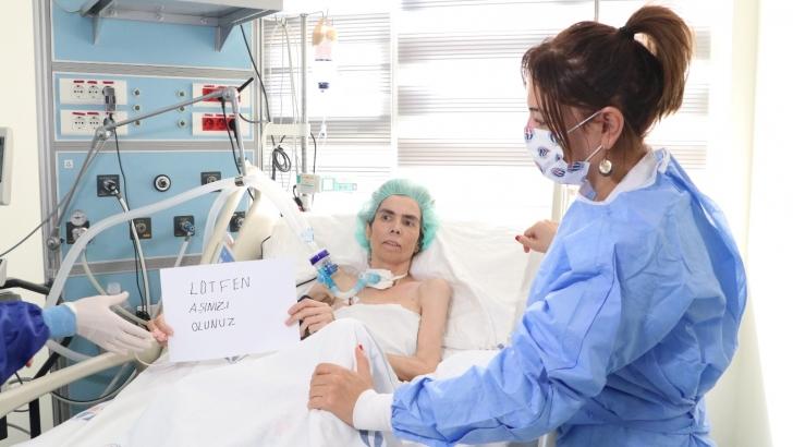 3 kez koronaya yakalandı, yoğun bakımdan aşı olun çağrısı yaptı