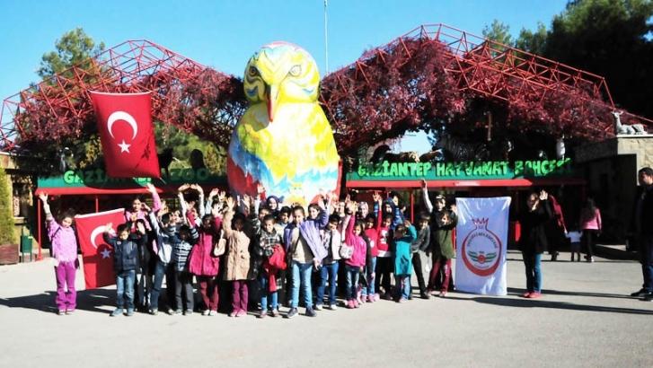 Öğrenciler hayvanat bahçesini gezdi